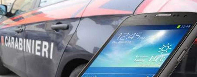Usano uno smartphone rubato, nei guai una coppia ad Avellino