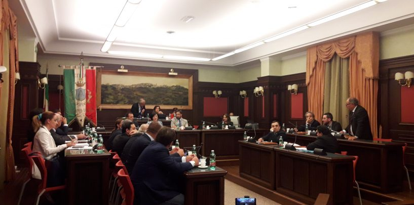 Consiglio comunale ad Ariano: passano gli equilibri di bilancio con 9 sì
