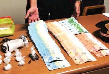 Arrestato pusher con cocaina e quasi 20mila euro in contanti: il blitz dopo la morte di un giovane per droga