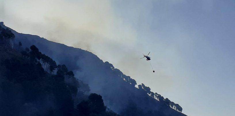 Maxi incendio Sarno: cittadini evacuati e scuole chiuse. Decollati elicotteri e canadair