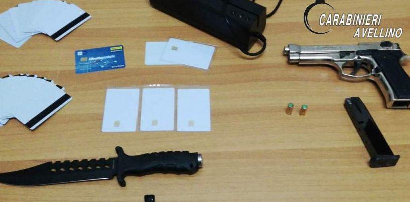 Nasconde in casa armi e strumenti per duplicare le carte di credito: nei guai un 20enne