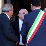 """VIDEO/ De Luca a Festa: """"Dici troppe stronz…"""". Enzo Costanza interpreta i gesti del sindaco"""
