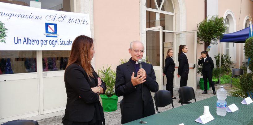 """Vescovo Arturo agli studenti: """"Al male rispondete sempre con il bene"""". E sulla camorra…"""