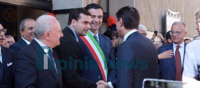 """Avellino, accoglienza calorosa al Premier. Il sindaco: """"Presidente, complimenti per quanto sta facendo"""""""