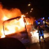 VIDEO/ Pullman di pellegrini in fiamme sull'A16: salvi per miracolo