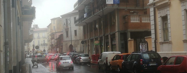 Lite tra automobilisti finisce in rissa a via Mancini