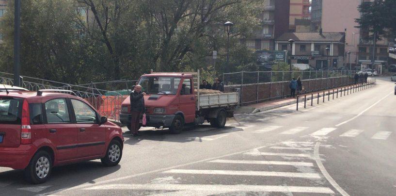 """Giù dal ponte della Ferriera, il sindaco Festa e il direttore del """"Moscati"""" fanno visita al bimbo in ospedale"""