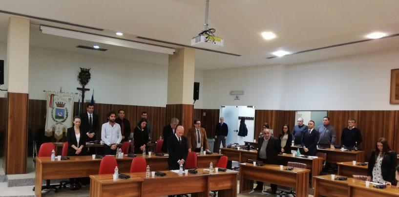 Un lungo applauso: il consiglio comunale ricorda Cini