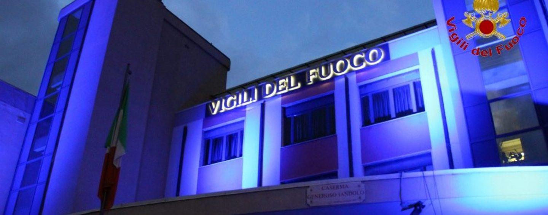 Go blue, bimbi al Comando dei Vigili del Fuoco di Avellino che s'illumina per l'Unicef