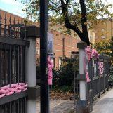 Palline di Natale fatte a mano in vendita per la prevenzione al seno