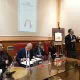 """FOTO / Il libro di Marzullo: ci sono anche De Mita e Avitabile. Il sindaco: """"Spero di essere intervistato da Gigi"""""""