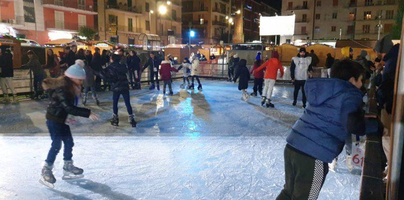 Piazza Kennedy, finalmente attivo l'Asi Winter Village. Avellino brilla all'insegna dello sport