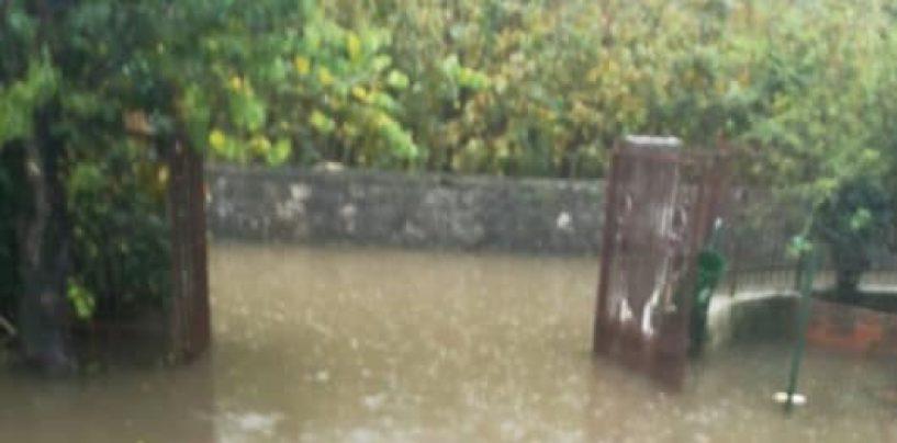 Maltempo, è di nuovo allarme: a Cervinara esonda il fiume, allagata Celzi di Forino