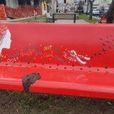 Deturpata con escrementi la Panchina Rossa di Serino, la denuncia del consigliere Marcello Rocco