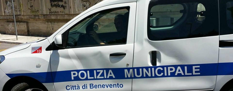 """Benevento, polizia municipale e Protezione civile diffondono il messaggio audio del sindaco: """"Restate a casa"""""""