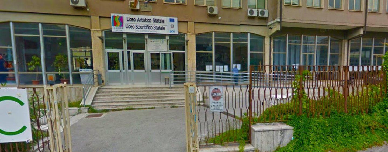 """Furto al """"De Luca"""", la dirigente consegna le chiavi dell'edificio al presidente della Provincia Biancardi"""