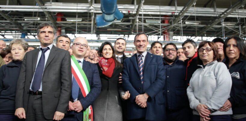 Virginia Raggi fa ritorno a Flumeri: visita a Industria Italiana Autobus