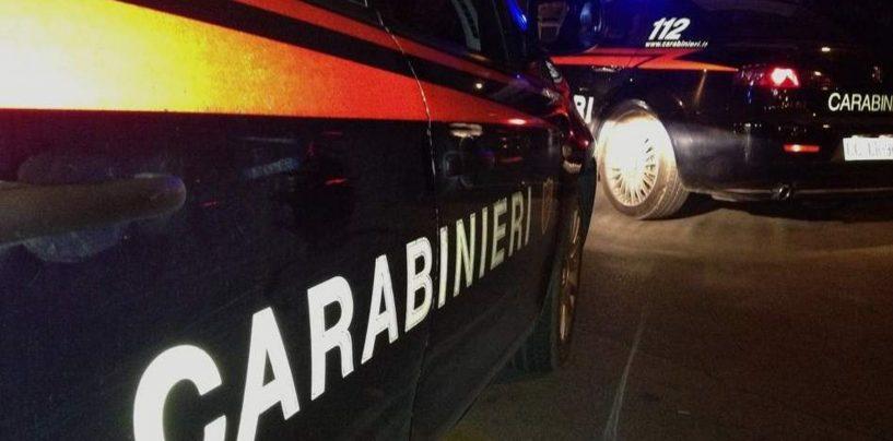 Colpisce vigilante con una freccia nel parcheggio del Centro commerciale Campania: arrestato