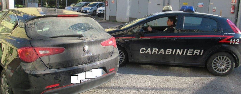 Raid nelle abitazioni, i carabinieri ritrovano la refurtiva: caccia ai ladri