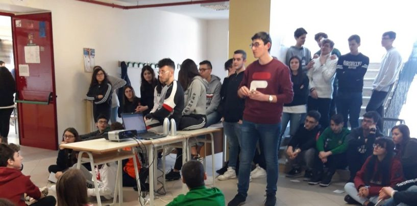 """Giornata della Memoria: gli allievi del """"De Caprariis"""" di Altavilla adottano le pietre d'inciampo"""