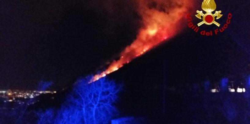 Incendi nel Vallo Lauro, vigili del fuoco in azione costante