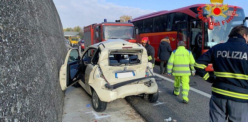 Incidente stradale sull'A16, tre feriti e traffico rallentato