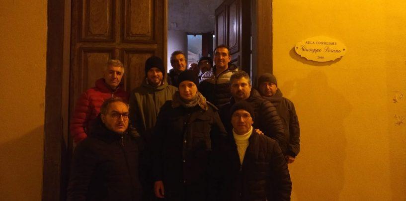 Presidio nella sala consiliare di Montefredane, stanotte con gli operai della Novolegno il sindaco Festa