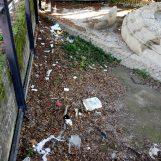 Video / Discarica abusiva nella struttura accanto al parco delle Acacie, ancora degrado nella cittadina del Sabato