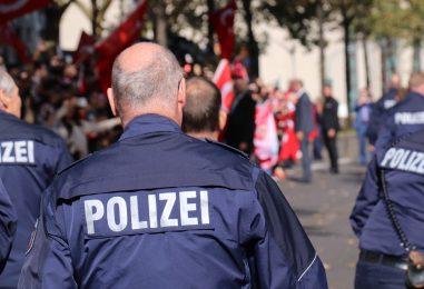 Auto contro il corteo di carnevale in Germania: almeno 15 feriti, anche bambini