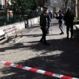 """Esplosione petardo, il dirigente dell'Amatucci: """"Severa sanzione disciplinare per l'alunno"""""""