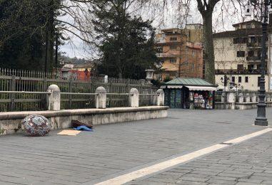 Colpito da un malore nei pressi della villa, trasferito al Moscati dagli operatori del 118