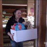 VIDEO/ Prodotti gratis ai bisognosi: l'iniziativa di un panificio ad Avellino