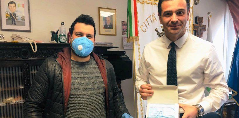 Coronavirus, 1000 mascherine regalate al Comune dal Caffè Plaza