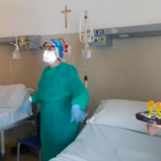 """VIDEO/ Coronavirus, compleanno particolare per un giovane di Ariano. Festa con l'equipe medica del """"Moscati"""""""