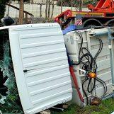 VIDEO-FOTO/ Operaio alla guida un camion rifiuti muore schiacciato in un incidente stradale