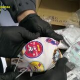 VIDEO/ L'ennesima fabbrica del falso nel Napoletano: scoperte mascherine non a norma