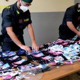 VIDEO/ Lotta alla contraffazione nel Napoletano: sequestrate mascherine per bambini