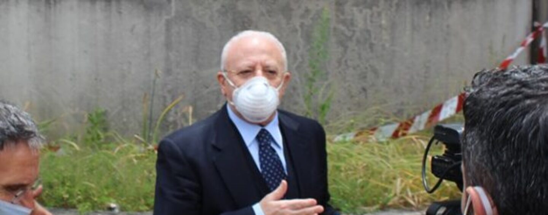 """FOTO / La preoccupazione di De Luca in via Pescatori: """"Una bomba vera e propria, una cosa seria. Chiamerò il Presidente del Consiglio"""""""