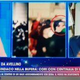 """VIDEO / """"Ho evitato che la situazione degenerasse"""". Festa a Canale 5 fa l'eroe ma viene bacchettato"""