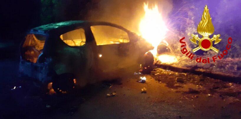 Auto in fiamme nella notte, paura alla frazione Piano di Montoro