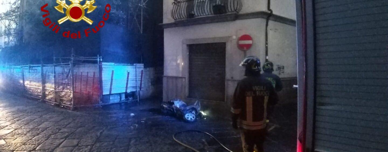 Avellino, ciclomotore in fiamme all'alba
