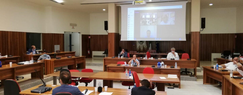 Avellino: il consiglio comunale dà il via libera alla vendita del Municipio e dell'asilo Patria e Lavoro