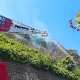 Video/Incendi boschivi, l'intervento dei Vigili del Fuoco