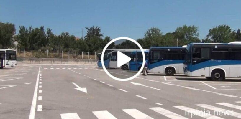 VIDEO/Terminal Bus di Avellino senza biglietti, pensiline e panchine inesistenti, bagni chiusi