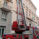 Avellino: frontalini in cemento pericolanti, intervengono i vigili del fuoco