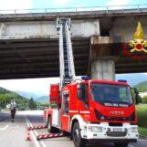 Cadono calcinacci da un viadotto: chiuso un tratto dell'Ofantina