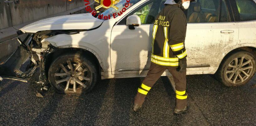 Mirabella Eclano: auto sbanda e finisce contro carreggiata