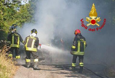 Lioni: auto in fiamme. Salvo l'uomo alla guida