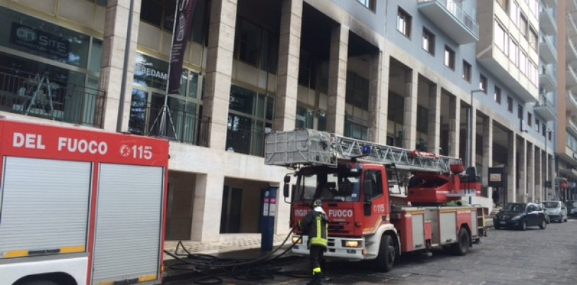 Avellino, incendio in via De Renzi