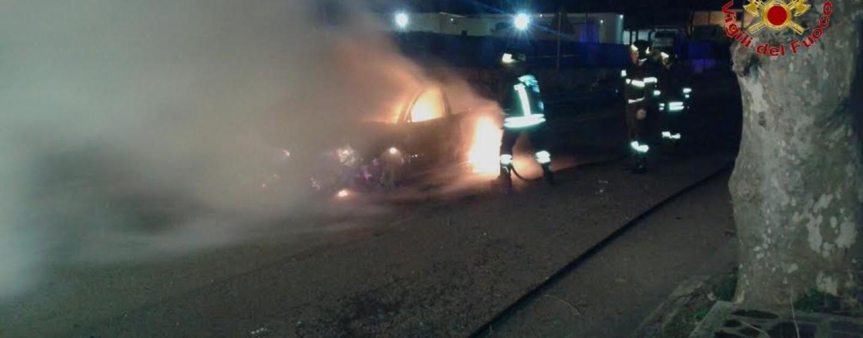 Quindici, fiamme ad una autovettura nella notte